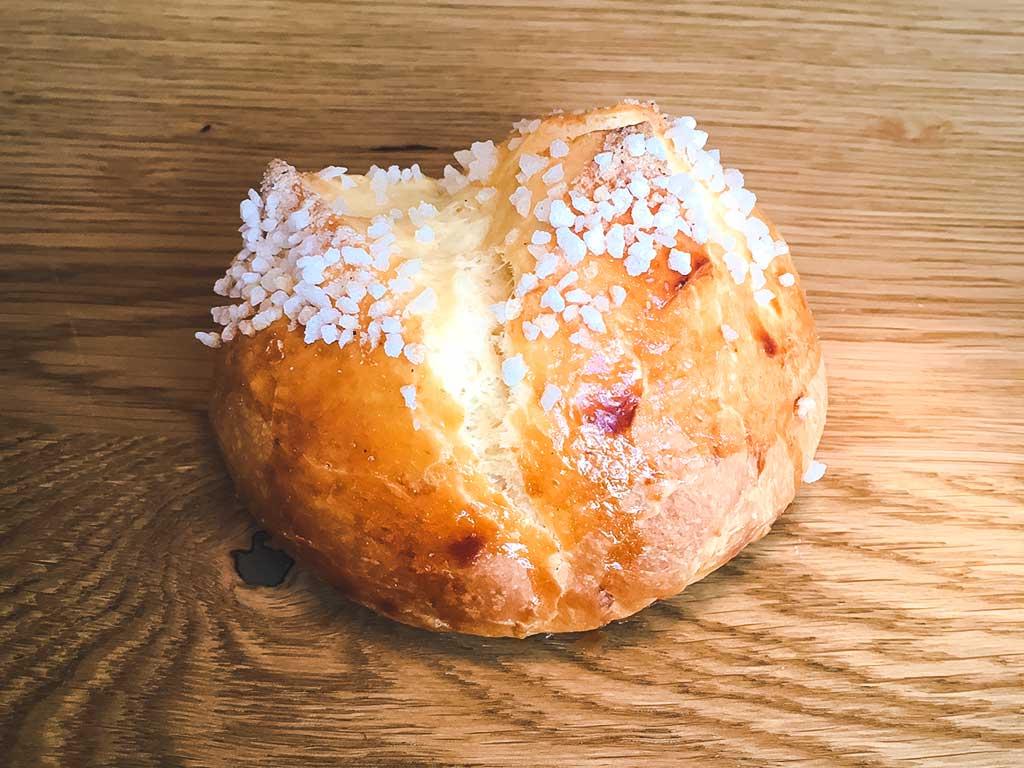 maison-meignan-boulangerie-paris-viennoiserie-Petite brioche au sucre